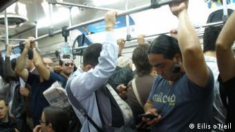 Überfüllter Vorort Zug in Buenos Aires (Eilis o'Neil)