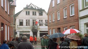 An archive photo from 23 November 1992 showing the fire-damaged house and spectators outside.Photo: dpa COLORplus
