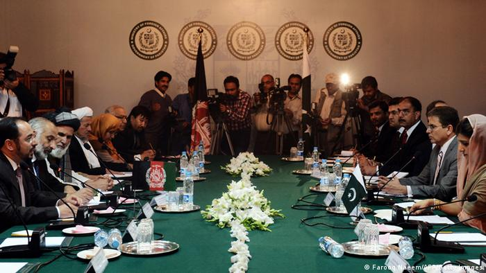 Pakistani Foreign Minister Hina Rabbani Khar (R) listens to chair of the Afghan High Peace Council Salahuddin Rabbani (L) during a meeting at the foreign ministry in Islamabad on November 12, 2012. AFP PHOTO/Farooq NAEEM