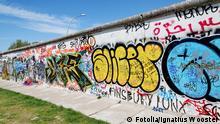 Mur de Berlin recouvert de graffitis. Berliner Mauer. © Ignatius Wooster #42904846