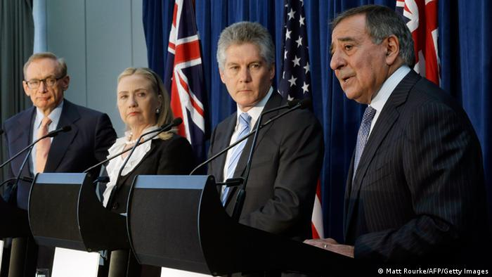 Australian Foreign Minister Bob Carr, US Secretary of State Hillary Clinton, Australian Defense Minister Stephen Smith, US Defense Secretary Leon Panetta take part in a news conference (Photo: MATT ROURKE/AFP/Getty Images)