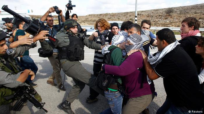 Israeli border police scuffle with Palestinian and international activists (Photo: Reuters/Mohamad Torokman)