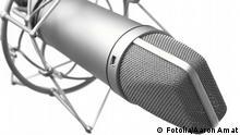 Symbolbild Mikro. closeup of vintage microphone on white background. Aaron Amat - Fotolia 27626003