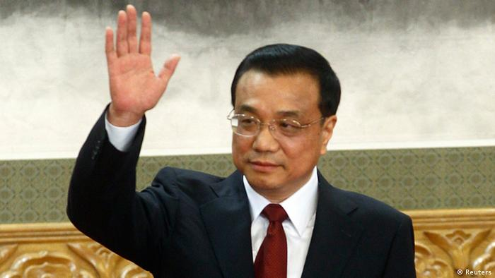 China's new Politburo Standing Committee member Li Keqiang waves to the press at the Great Hall of the People in Beijing, November 15, 2012. China's ruling Communist Party unveiled its new leadership line-up on Thursday to steer the world's second-largest economy for the next five years, with Vice President Xi Jinping taking over from outgoing President Hu Jintao as party chief. REUTERS/Carlos Barria (CHINA - Tags: POLITICS)