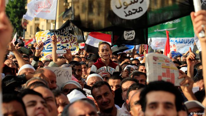 Islamist Egyptian protesters attend a demonstration by hundreds of Salafists for the enforcement of Islamic sharia law at Tahrir Square in Cairo November 9, 2012. Photo: REUTERS/Mohamed Abd El Ghany