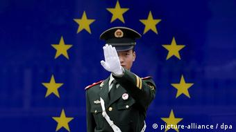 A Chinese paramilitary police officer reacts to having his photograph taken in front of the image of the European Union (EU) flag at the EU embassy in Beijing, China, 02 November 2007. EU officials are proposing increased anti-dumping measures following continued accusations that China is engaging in unfair trade practices, causing friction in bilateral relations. EU steel producers and textile manufacturers claim China hoards an enormous trade surplus while maintaining strict trade barriers. The EU is China's largest trading partner, ahead of the US and Japan, as Chinese exports to the EU increased nearly 21 percent year-on-year in 2006, according to the European Commission. EPA/MICHAEL REYNOLDS +++(c) dpa - Bildfunk+++