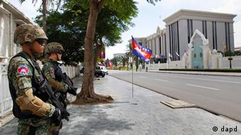 Heavily-armed Cambodian police special force officers stands guard in front of the Peace Palace ahead of the 21st of ASEAN Summit (Photo: AP/Vincent Thian)