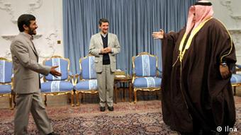 Bildbescheibung: Sheikh Hamad bin Khalifa Al Thani is the ruling Emir of the State of Qatar since 1995 (right). Mahmmoud Ahmadinejad(left) Schlagwort: Mahmmoud Ahmadinejad, Iran, Qatar Quelle: Ilna