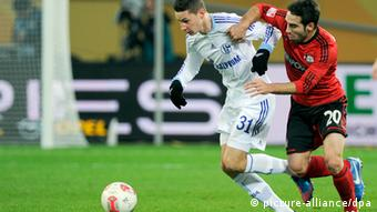 Leverkusen's Dani Carvajal (r) and Schalke's Julian Draxler fight for the ball