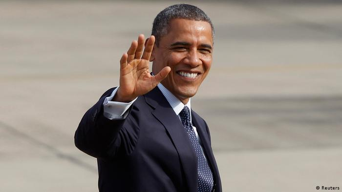 U.S. President Barack Obama waves to photographers as he arrives at Don Muang international airport in Bangkok November 18, 2012. REUTERS/Chaiwat Subprasom