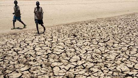 Dried up soil in Africa (photo: dpa - Bildfunk)