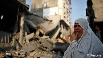 A Palestinian woman reacts in dismay in front of a destroyed house after an Israeli air strike in Gaza City November 19, 2012. Copryight: REUTERS/Mohammed Salem