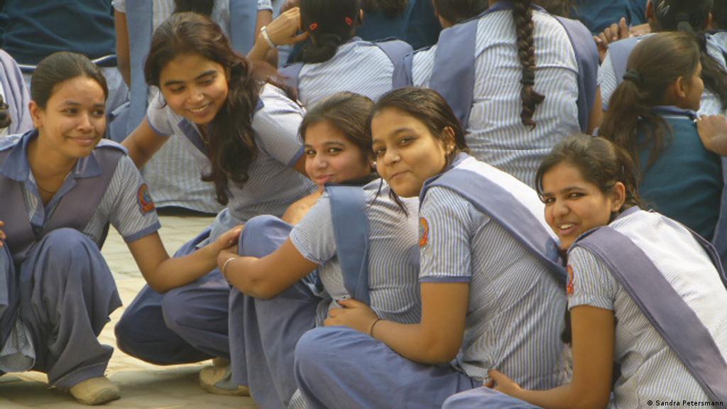 Schule Badezimmer Mädchen Pissen