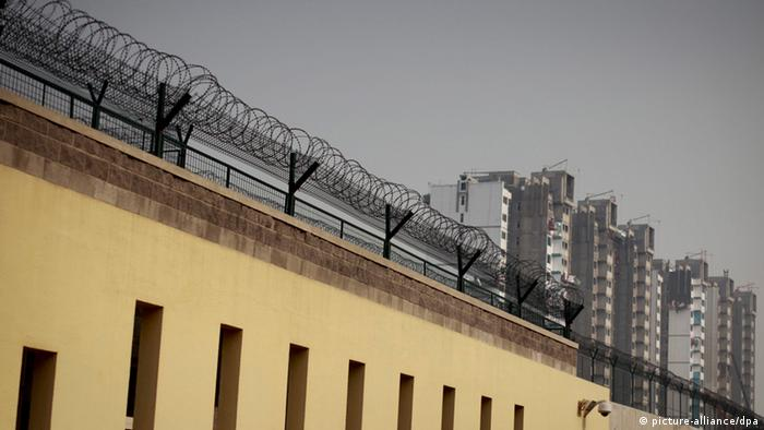 View of the outer walls of the Beijing No.1 Detention Center (Photo: EPA/DIEGO AZUBEL)