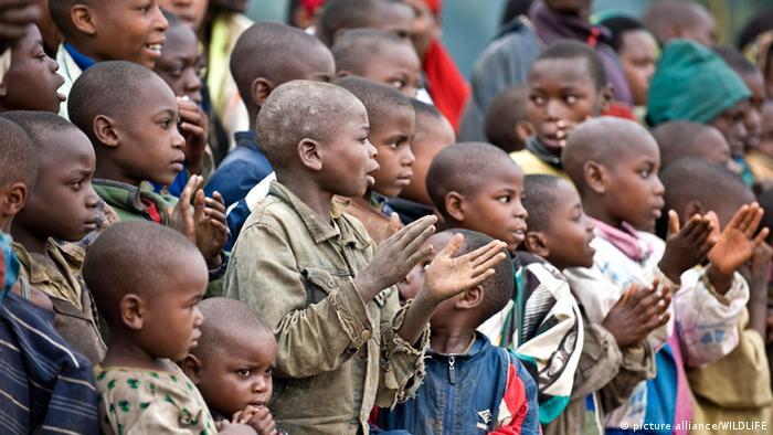 Eine Gruppe afrikanischer Kinder (Archivbild)