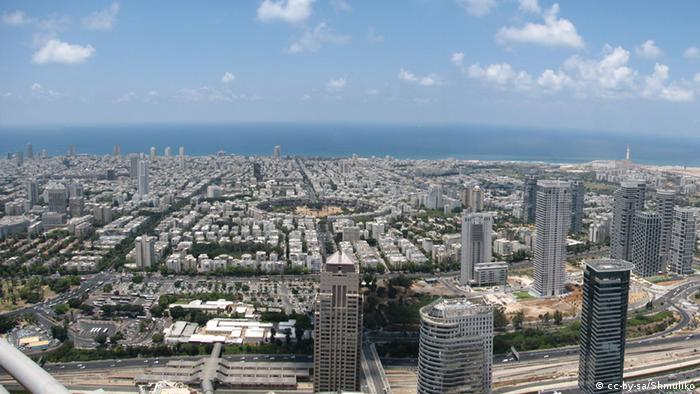 Tel Aviv from Shalom Meir Tower. HaMedina square in the middle. Datum 9. Juni 2010 Quelle Eigenes Werk Urheber Shmuliko Quelle: Wikipedia Link:http://de.wikipedia.org/w/index.php?title=Datei:TA1011.jpg&filetimestamp=20100721192501