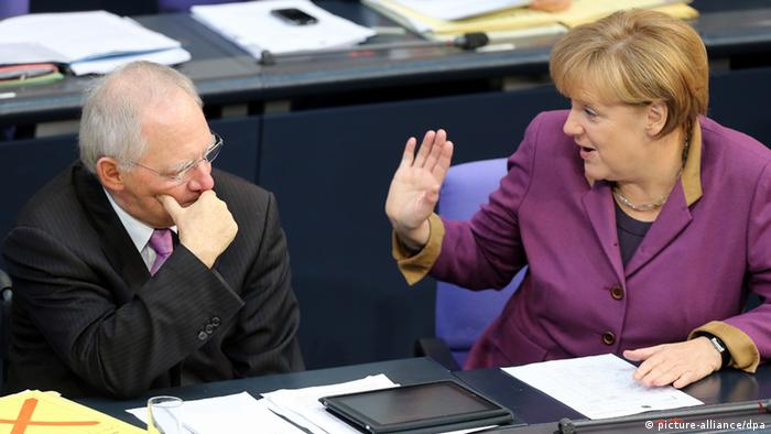 Chancellor Merkel and Finance Minsiter Schäuble during the 2013 budget debate (c)Wolfgang Kumm/dpa