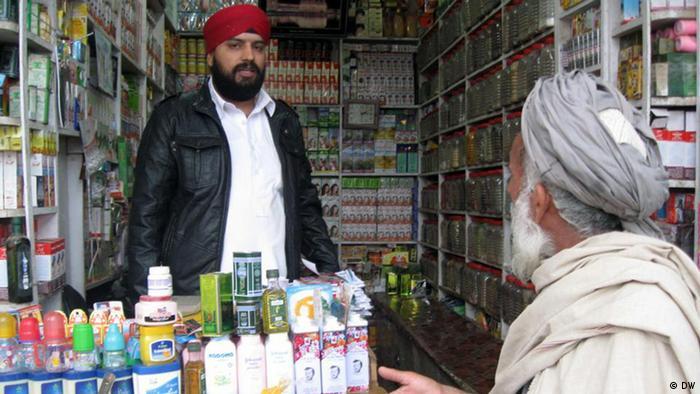 Hindu und Sikh in einem Geschäft in Afghanistan (Foto: DW) Die Bilder hat uns unser Korrespondent Saber Yosofy aus Kundus, Afghanistan geschickt. Alle Rechte gehören der DW.