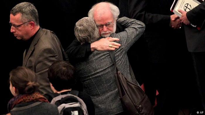 The outgoing Archbishop of Canterbury Rowan Williams, center right, embraces an unidentified person after draft legislation introducing the first women bishops in the Church of England failed to receive final approval from the Church of England General Synod, at Church House in central London, Tuesday, Nov. 20, 2012. (Foto:Yui Mok, Pool/AP/dapd)