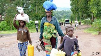 Congolese fleeing fighting between government and rebels. (Photo: DW)