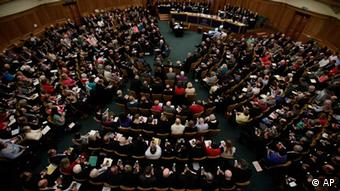 A picture of the General Synod of the Church of England voting on the issue of Women bishops. (Photo:Yui Mok, Pool/AP/dapd)
