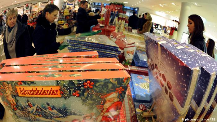 Customers buying Christmas calendars in big store Photo: Waltraud Grubitzsch