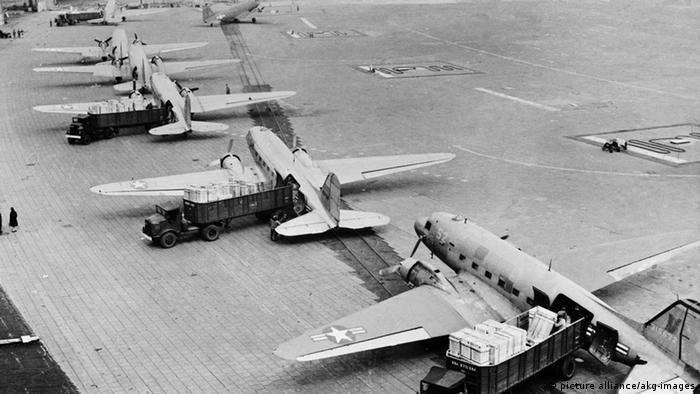 Aviões da ponte aérea para abastecer Berlim