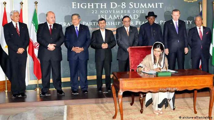 Pakistani Foreign Minister Hina Rabbani Khar signing the Developing Eight (D-8) Charter while D-8 leaders look on (Photo: EPA/PID / HANDOUT HANDOUT EDITORIAL USE ONLY/NO SALES)
