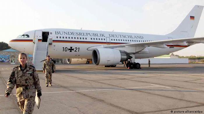 Ein Flugzeug der Bundesluftwaffe vom Typ Airbus A310 auf dem Flughafen von Termez in Usbekistan. (Foto: dpa)