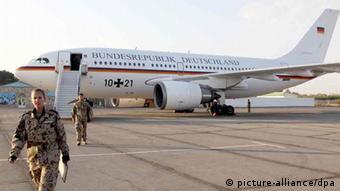 An German military airplane at Termez airbase Photo: Wolfgang Kumm dpa