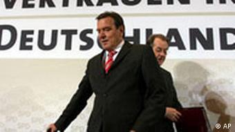 Gerhard Schröder und Franz Müntefering SPD Wahlmanifest