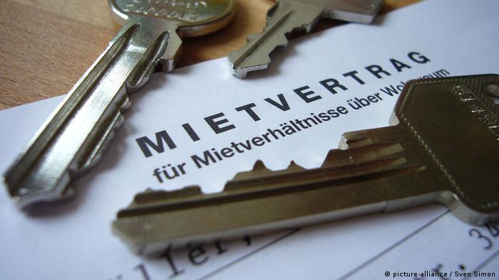 Ключи и арендный договор на немецком языке