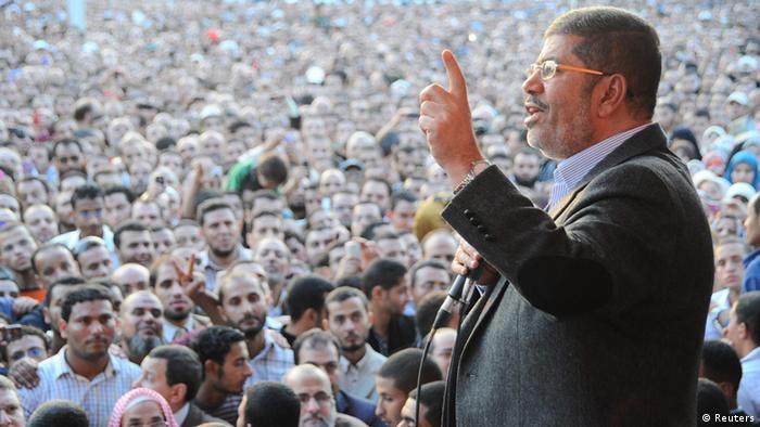 Мурси выступает перед своими сторонниками