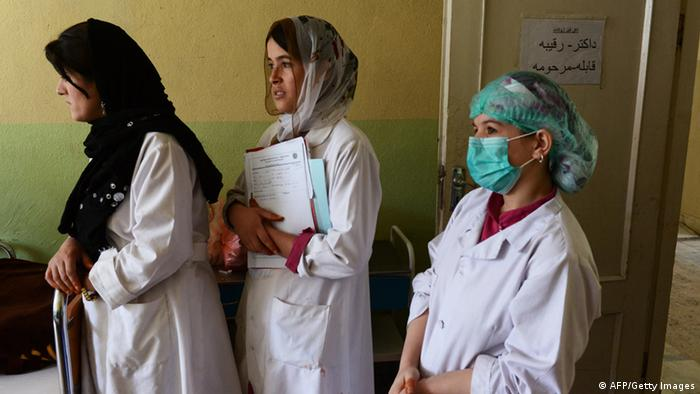 Afghanistan Frauen Ärztinnen Hebammen Ausbildung