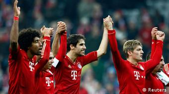 Bayern Munich's Dante (L-R), Philipp Lahm, Javi Martinez, Toni Kroos and Franck Ribery celebrate their victory after their German first division Bundesliga soccer match against Hanover 96 in Munich November 24, 2012. Bayern Munich won the match 5-0. REUTERS/Michaela Rehle (GERMANY - Tags: SPORT SOCCER) DFL RULES TO LIMIT THE ONLINE USAGE DURING MATCH TIME TO 15 PICTURES PER GAME. IMAGE SEQUENCES TO SIMULATE VIDEO IS NOT ALLOWED AT ANY TIME. FOR FURTHER QUERIES PLEASE CONTACT DFL DIRECTLY AT + 49 69 650050