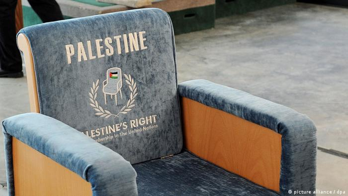 (FILE) A chair meant to represent a proposed United Nations seat for Palestine is seen after a press conference at United Nations headquarters in New York, New York, USA on 15 September 2011. EPA/JUSTIN LANE (zu dpa: Erster Härtetest für Obama: Palästinenser wollen Staat vom 09.11.2012) +++(c) dpa - Bildfunk+++