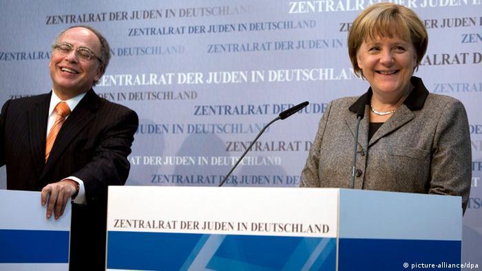 Merkel und der Präsident des Zentralrates der Juden in Deutschland, Dieter Graumann, (Foto: dpa)