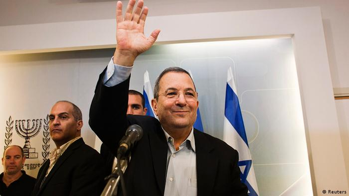 Barak waves as he leaves after the news conference in Tel Aviv November 26, 2012. Photo: REUTERS/Nir Elias