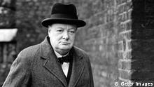 Großbritannien Zweiter Weltkrieg Winston Churchill vor Downing Street