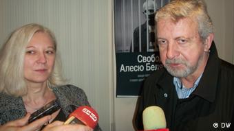 Александр Милинкевич (на фото справа)