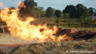 Gas combustion in Soyo - flames rise from pipes on the ground.Copyright: Renate Krieger/DW