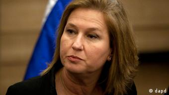 FILE - In this Wednesday, Nov. 30, 2011 file photo, head of Israel's parliamentary opposition Tzipi Livni attends a news conference at the Knesset, Israel's parliament, in Jerusalem. Israel's recently ousted opposition leader Livni plans to quit parliament on Tuesday, May 1, 2012, but will remain active in politics, a confidant said. (Foto:Sebastian Scheiner, File/AP/dapd)