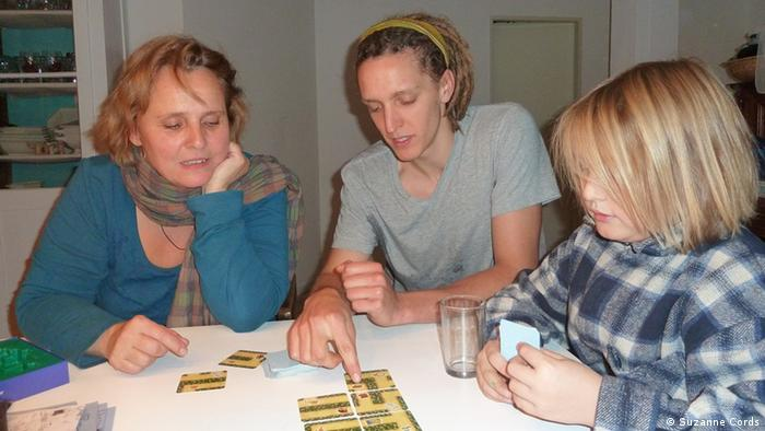 Сабине Можановски, ее сын Давид и постоялец - студент Даниэль Кле
