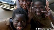 Kinder in der Stadt Chimoio (Provinz Manica, Zentralmosambik). *** Ort: Chimoio, Provinz Manica, Mosambik Fotograf: Johannes Beck Datum: 9. November 2012