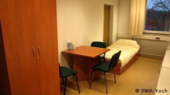 В таких комнатах размещают подавших ходатайство о политическом убежище
