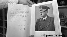 Fälschungsübungen mit Hitler-Unterschriften und Briefen aus der Hand von Konrad Kujau wurden im Oktober 1984 in Sugenheim versteigert (aufg. am 6.9.1984). Konrad Kujau ist am 12.9.2000 im Alter von 62 Jahren in Stuttgart gestorben. Er war an Krebs erkrankt. Der Lieferant der insgesamt 63 gefälschten Hitler-Tagebücher hatte 1983 einen der größten Medienskandale in der Bundesrepublik ausgelöst.