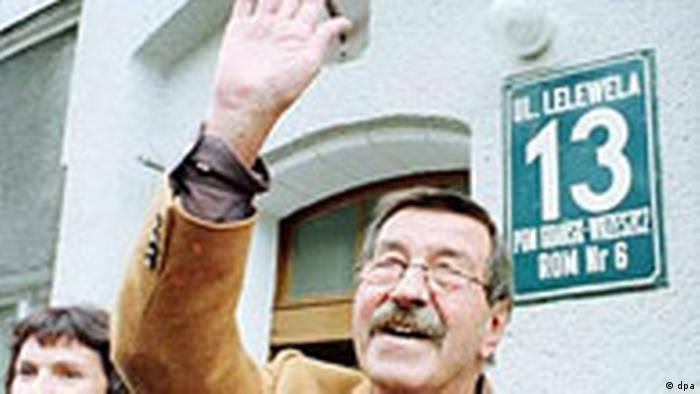 Günter Grass waving to photographers