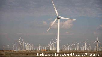 Ветропарк в пустынной части китайского региона Синьцзян