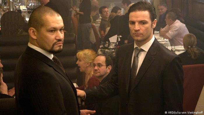 Im Angesicht des Verbrechens: Still mit Sokolov (Georgii Povolotskyi, l) und Mischa (Misel Maticevic, r) im Odessa (ARD/Julia von Vietinghoff)