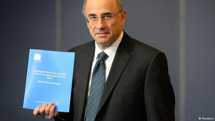 Lord Justice Brian Leveson poses with an executive summary of his report following an inquiry into media practices in central London (Photo: REUTERS/Paul Hackett)